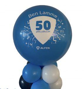 ballonnenpilaar met logo en tekst